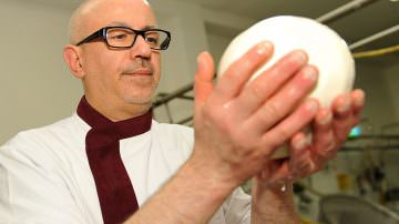 Caseificio Derosa va in Gol con il Pallone di Gravina a Custodi del gusto 2015