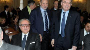 Scacco matto all'economia italiana per mettere in ginocchio il nostro Paese