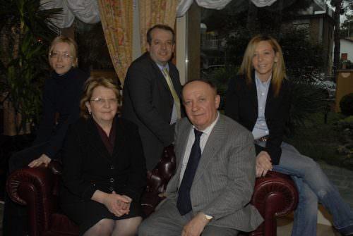 Antonio Batani con la moglie Luciana e i figli Gianni, Paola e Cristina