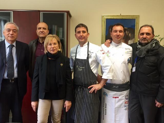 """Studenti-detenuti a lezione di cucina con il """"prof"""" D'Agostino"""