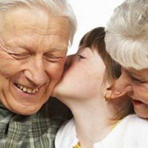 Alimentazione, i nonni indulgenti fanno male ai nipoti