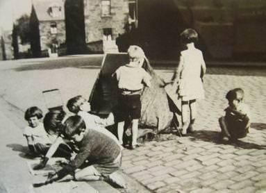 Come abbiamo fatto a sopravvivere noi bambini degli anni for Cortile giochi per bambini