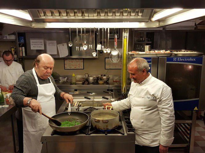 Lino Banfi in cucina con Peppe Zullo: cime di rapa, borragine e marasciuolo