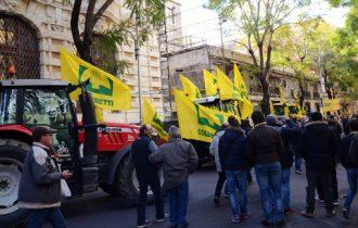 Agricoltori in rivolta: l'Europa ci vuole sudditi e peones