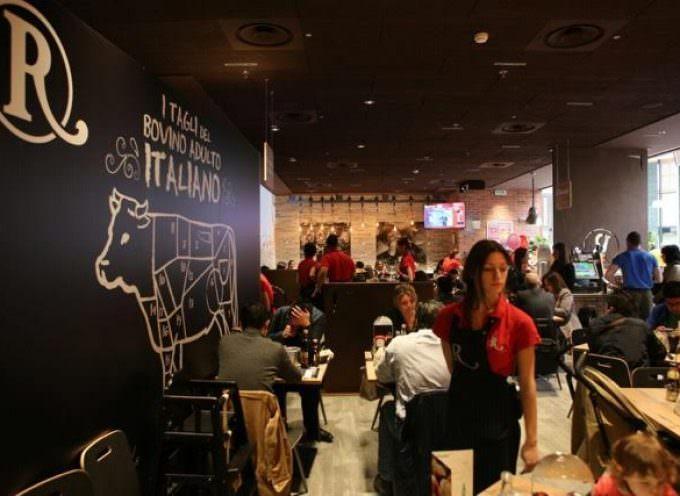 """Nuovo ristorante Roadhouse nel più grande shopping mall d'Italia, """"Il Centro"""""""