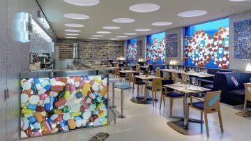 Margraf per Damien Hirst: Apre a Londra The Pharmacy 2, un originale ristorante-farmacia