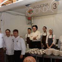"""Un successo la """"Cucina Rotonda"""" con i Jeunes Restaurateurs d'Europe sotto i portici di Modena"""