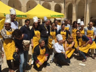 """""""Penne al Dente"""" a Lecce tra Pisellini nani e sederini della Arcuri"""