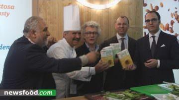Pasta di legumi Felicia a Cibus 2016 by Peppe Zullo (video)