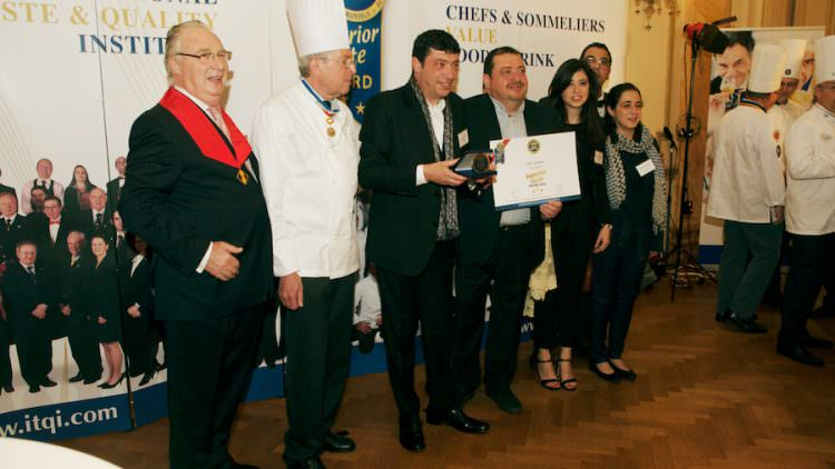Panettone Nero Sublime Fiasconaro: premiato con le 3 stelle d'oro Superior Taste Award