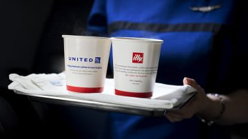 Illy vola alto con United Airlines