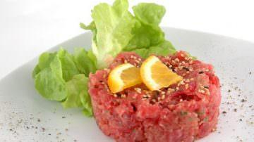 Tartare di carne o pesce va tagliata a coltello e  non macinata