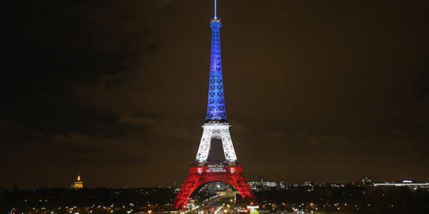 La Torre Eiffel illuminata con i colori della bandiera francesefrancese.  (Christopher Furlong/Getty Images)