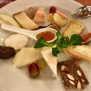 grotto-pojana-formaggi