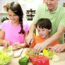 Cucinare con i bambini il pranzo di Natale: una sana educazione alimentare in famiglia
