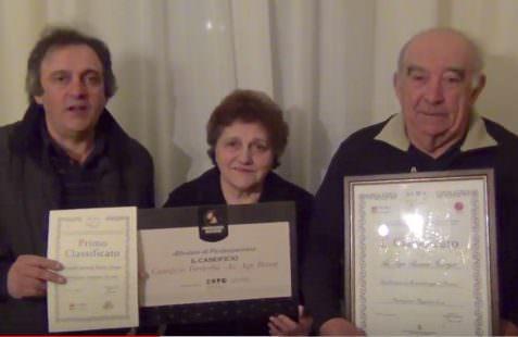 La Famiglia Bonati ostenta con orgoglio i premi vinti coi loro pezzi rari di Parmigiano Reggiano, formaggi che sono un'opera d'arte e di bontà