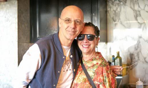 Foto ricordo per Franco Pepe e Nancy Silverton all'interno di Chi spacca, una delle quattro facce dell'universo Silverton. Foto di Luciano Furia