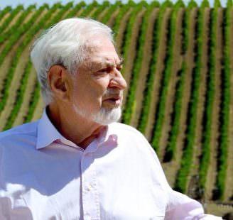 Il Conte Paolo Marzotto nella Tenuta di Baglio di Pianetto in Sicilia