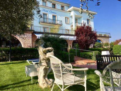 Hotel Oceano visto dal giardino, a bordo piscina