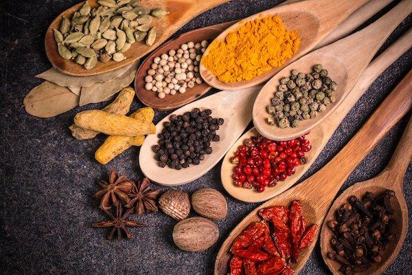 Cucinare con le spezie pi colore sapore vitamine e propriet benefiche by bioimis - Le spezie in cucina ...