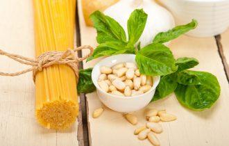 Spaghetti alle verdure con pinoli – Ricette della salute by Bioimis