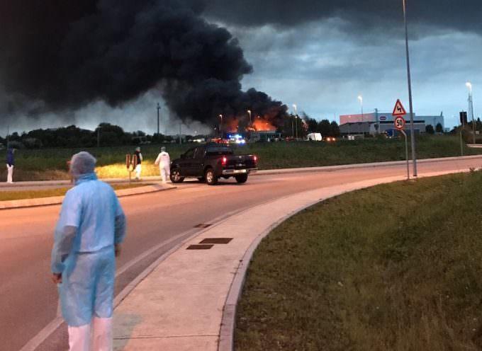 Pordenone, grande incendio alla Roncadin ma nessun ferito (vedi ultimi aggiornamenti)