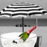 Riflessioni sul vino sotto l'ombrellone ad agosto by Comolli