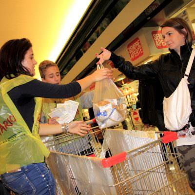 Esperto risponde: Etichettatura alimentare, prodotti in scadenza distribuiti ai bisognosi