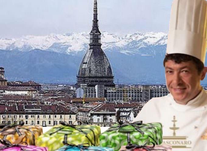 Colomba bagnata, colomba fortunata: Fiasconaro a Torino, Una Mole di colombe e cioccolato