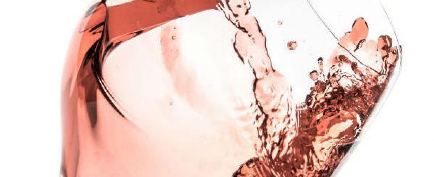 Italia enoica veste in rosa: grande spolvero dei vini spumanti e frizzanti rosati