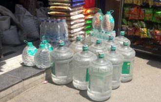 Acqua minerale in bottiglia esposta al sole: è reato, interviene la Cassazione