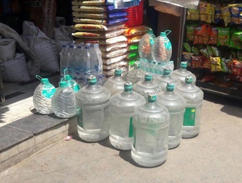 Acqua minerale al sole