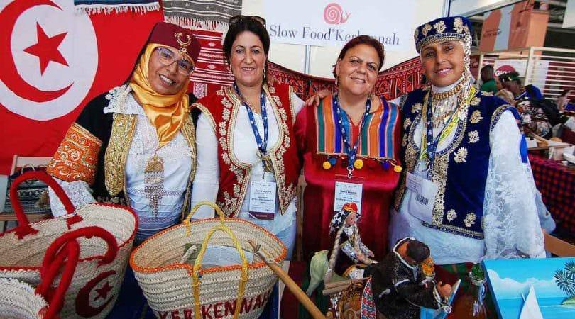 Donne e oggetti dell'artigianato dell'arcipelago di Kerkennah in Tunisia