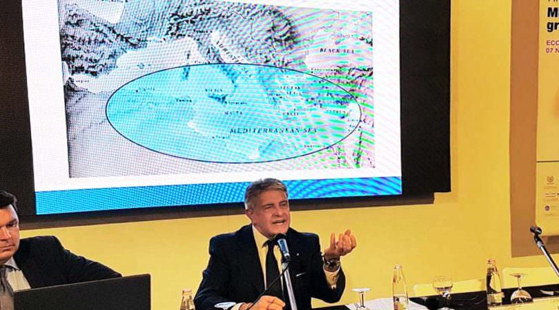 GiovanniTumbiolo durante un intervento a Ecomondo 2017 (archivio Distretto della Pesca)