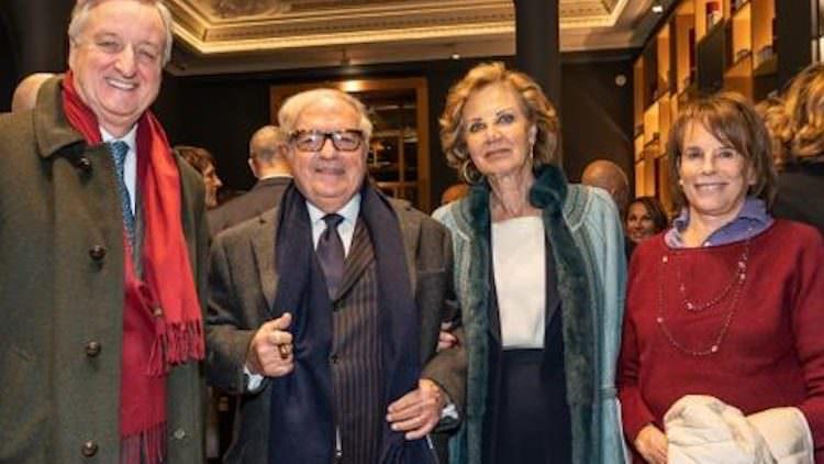 Apre La Voce di Aimo e Nadia in Piazza Scala, a Milano