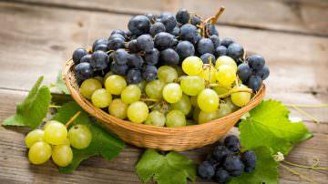 Due ricette con uva: Pollo all'uva e insalata di farro con uva e semi di zucca