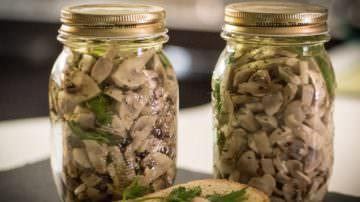 Funghi sott'olio, meglio già pronti o farseli in casa?