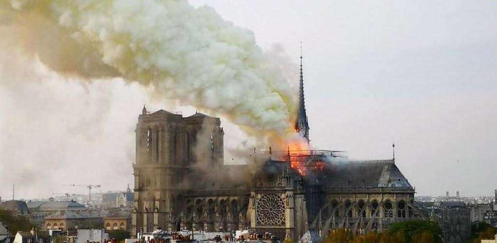 Parigi, Notre Dame de Paris, inferno di fuoco