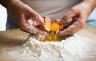 Sfoglia da Guinness. Le Cesarine tirano 120 metri di pasta all'uovo