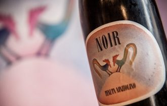 Noir di Tenuta Mazzolino, il regalo perfetto per chi ama il vino e l'arte