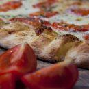 Pinsa romana, un viaggio nelle origini antiche della moderna pizza