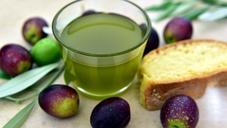 L'olio nuovo di Agricola Piano: Extra Vergine di olive Peranzana