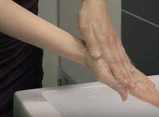 Amuchina finita? Come farsi il disinfettante per le mani, in casa (ricetta OMS)