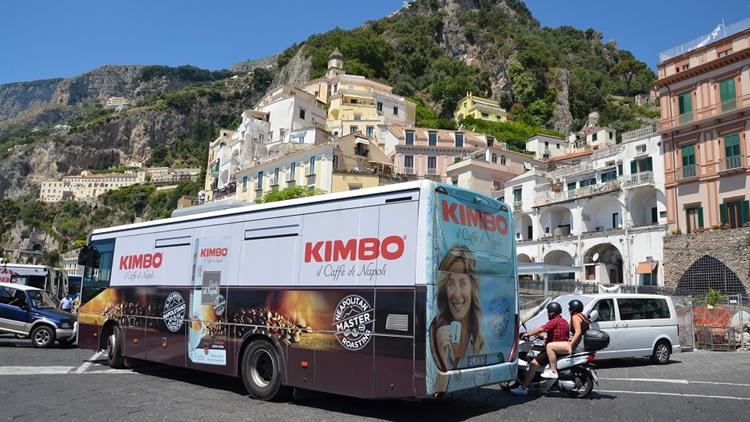 Kimbo, il talento napoletano della tostatura viaggia in autobus