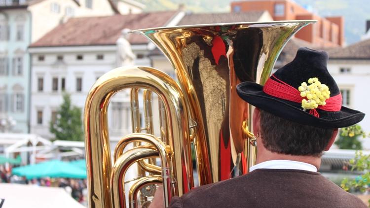 Gallo Rosso in Piazza Walter a Bolzano per la Festa del Ringraziamento