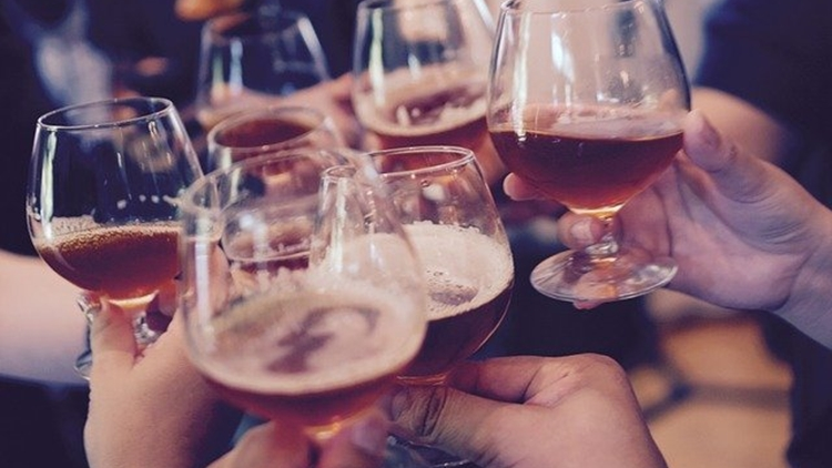 Arriva Apritivino.it, e la degustazione del vino in compagnia è gratis