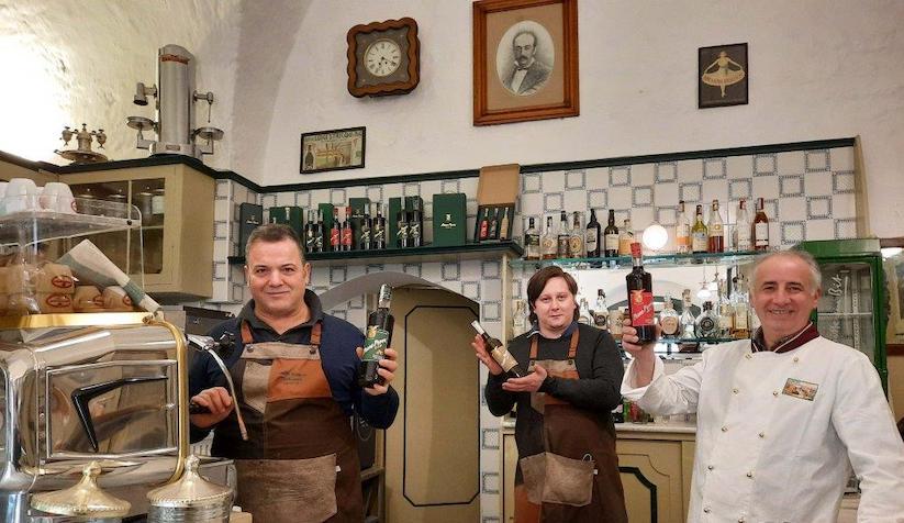 Altamura: La storica pasticceria-caffetteria Ronchi-Striccoli, custode dei segreti del nocino Padre Peppe