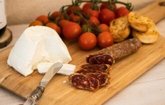 Basilicata, a Borgo San Gaetano formaggio e miele li produci tu