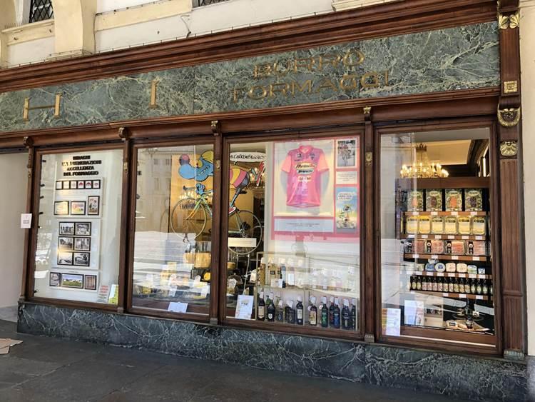 """Il negozio Biraghi ospita il """"Trofeo Senza Fine"""" in attesa del Giro d'Italia"""