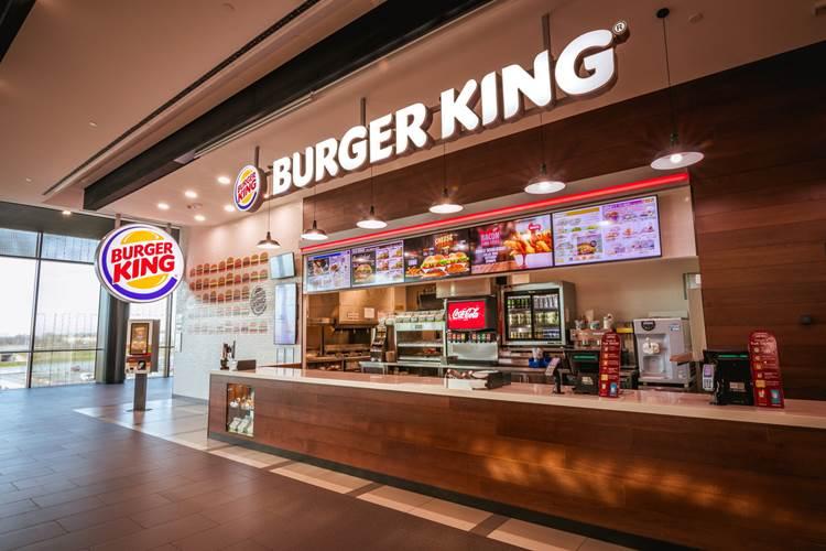 """""""Torniamo concorrenti"""": Burger King vaccina i piccoli ristoratori"""